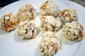 Flour-coated turkey meatballs