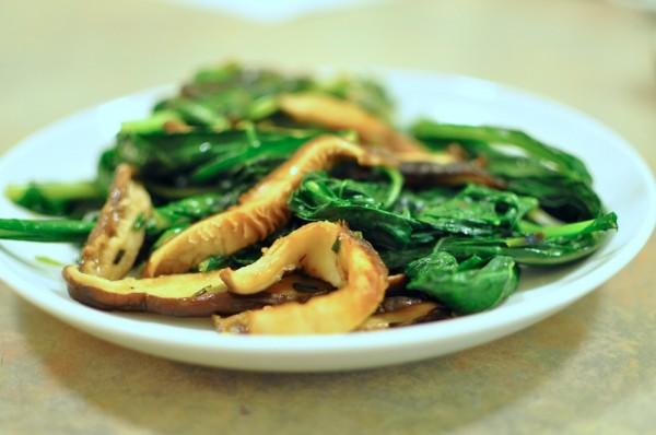 Sautéed kale with mushrooms and leeks