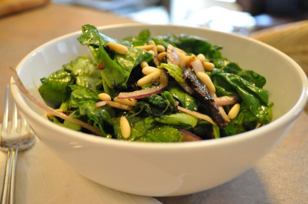 Spinach salad with mushrooms, pine nuts, and balsamic vinegar